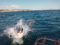 Nadando desde el velero