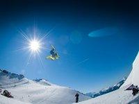 Piruetas en pista de snowboard