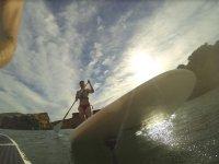Paddlesurf su lavagna bianca .