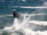 在阿尔梅里亚平静的海面上冲浪风筝桨