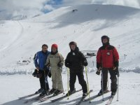 esquiadores en invierno