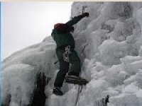 Subiendo por las montañas nevadas