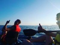 Los kayaks a pedales son muy divertidos para ir con amigos