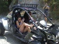 Catarata salpicando el buggy