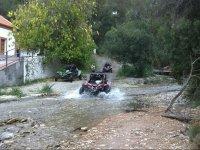 Cruzando el riachuelo malagueno en buggy