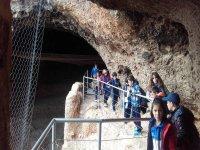 Los más pequeños en la cueva