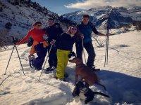 Raquetas de nieve con los perretes
