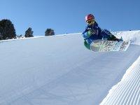 Sorgere con lo snowboard
