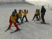 私人滑雪课的儿童滑雪课程教学