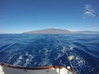 在拉帕尔玛岛的船上钓鱼