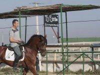 Equitacion en la pista del club