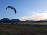 开始滑翔伞飞行