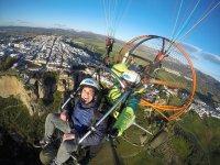 在朗达上测试滑翔伞