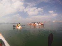 Grupo remando en el mar cantabrico