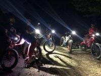 Ruta nocturna al aire libre