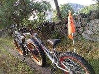 Tandem bike en el sendero
