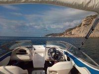 Mandos de la embarcacion catalana