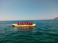 Subidos a la banana en el Mediterraneo
