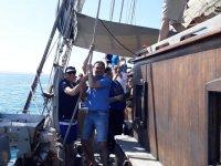 日落对老帆船船上天然果汁古典帆船在地中海