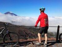 Contemplando el paisaje volcanico