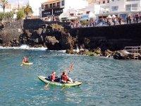 En kayak desde el puerto