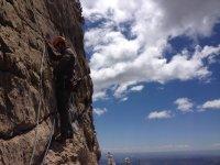 晴朗的日子确保攀岩