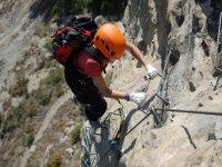终止登山运动的一个走铁索攀岩毗邻山