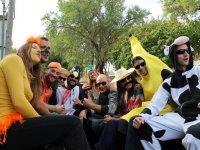 En la camioneta con la banana