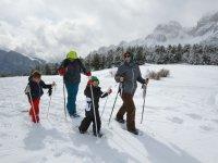 表中雪雪鞋远足与孩子们