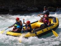 Rafting familiar en los Pirineos