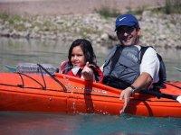 Compartiendo kayak con la peque