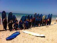 Clase de surf con los peques