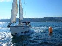 En velero por la costa