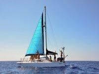 Velero navegando en Menorca