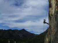 rappel on the walls