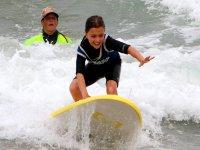 monitor y nino sonriendo Tarifa surf