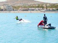 Primer contacto con el flyboard en Fuerteventura