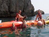entre kayaks