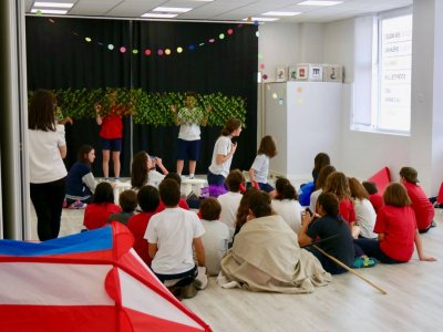 Performing English Campamentos de Inglés