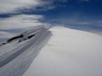 白雪皑皑的山峰