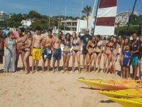 我们的学生合影桨冲浪