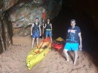 路线桨冲浪皮艇休息的山洞