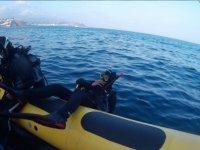 Entrando en el agua desde la embarcacion