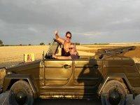 En pareja de tour en coche