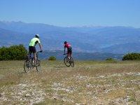 Dos ciclistas en ruta