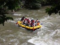 Inflatable raft rafting