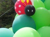 Mariquita hecha con globos