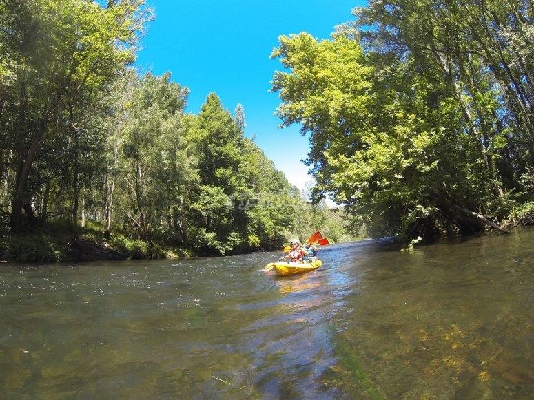 Recorre el río Sil en piragua