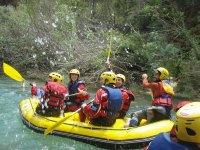 Practicando rafting en Buendia