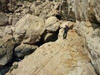 Caminando entre rocas